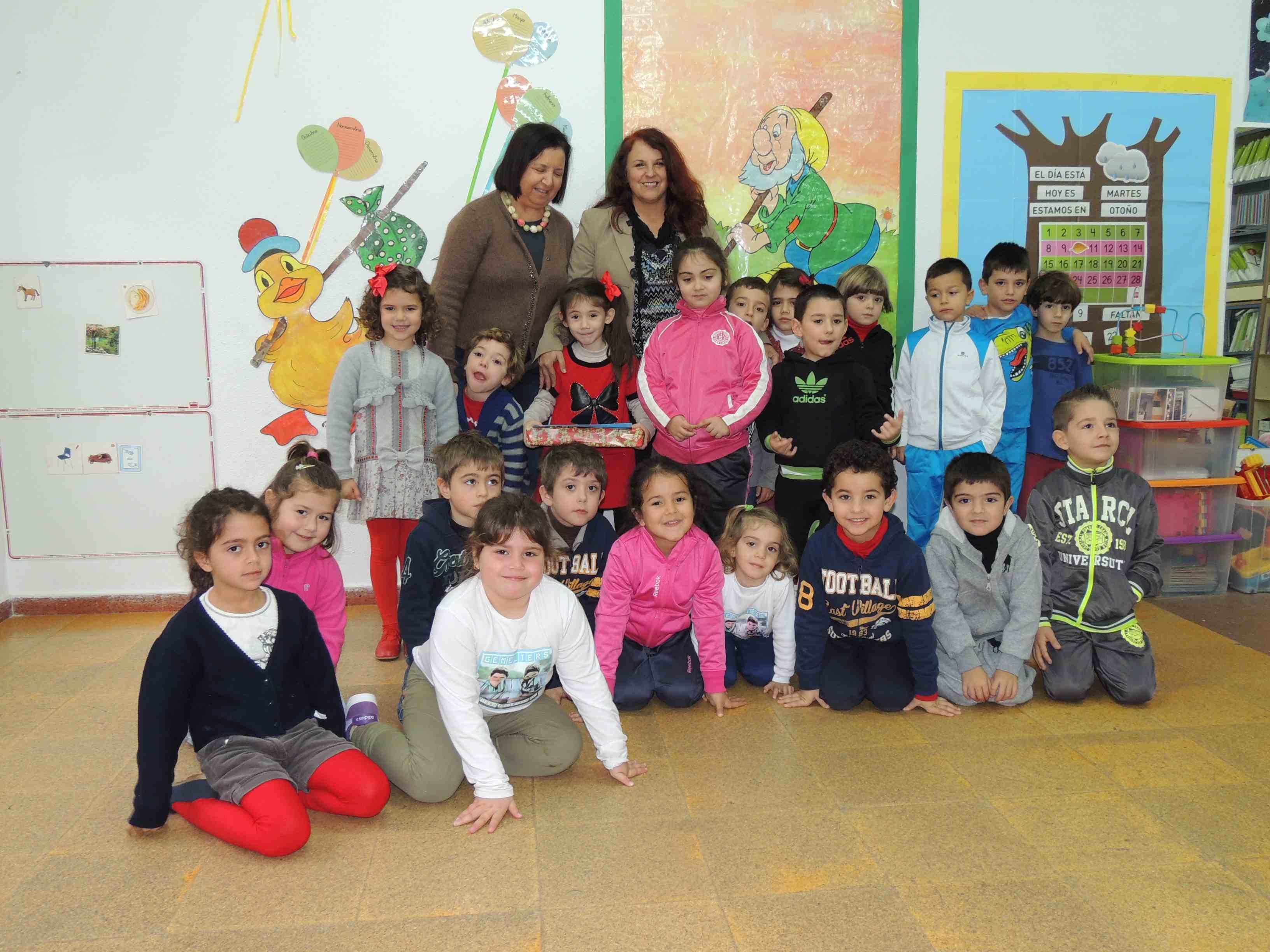 Entrega de premios a la vencedora infantil del vii - Postal navidena infantil ...