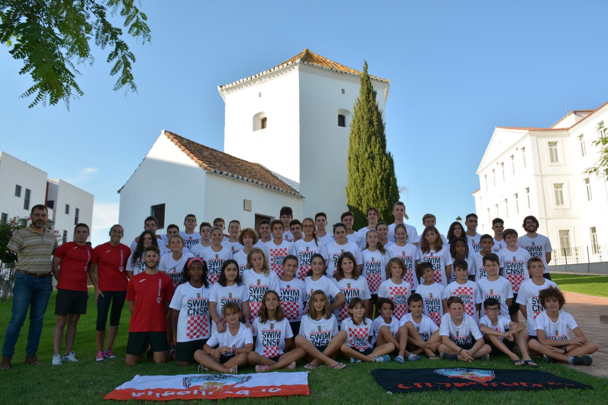 El cn san roque presenta a sus nadadores y comienza hoy la for Piscina municipal san roque